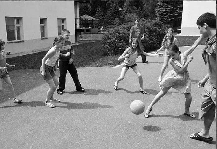 Игра-вышибалы-с-мячом